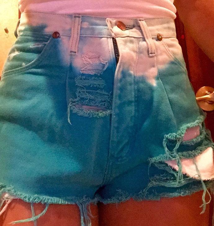 Summer Fun Vintage 70's Wrangler Distressed, Frayed green Tye Dye shorts W/ Stud