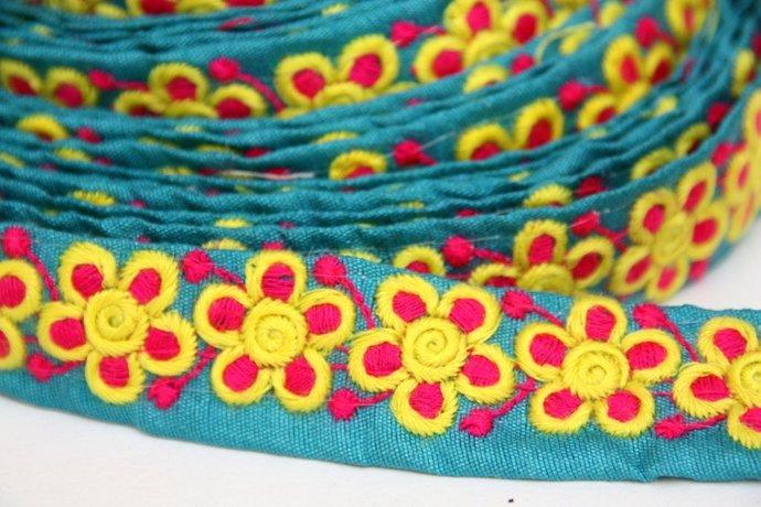 Daisy Flower Trim, Indian Sari Lace, 1 Yard, DIY Jean Jacket, Boho, Head Band
