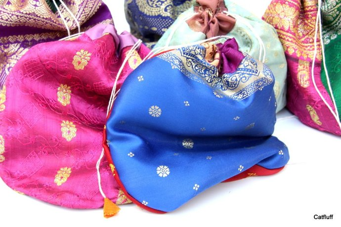 Indian Sari Pouches, Jewelry Bags, Potli Pouches, 25 Ass. pc, 9x7 inches, XL