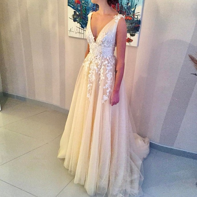 V-Neck Light Champagne Tulle Wedding Dress with Beading Appliques