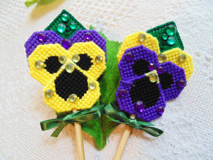 Pansies Plant Pokes, Garden Pansies, Pansy Art, Needlepoint Pansies, Garden