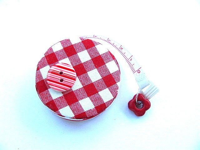 Tape Measure in Red Gingham Retractable Tape Measure