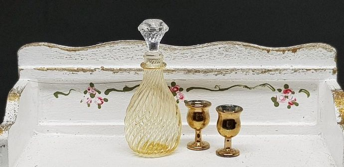 Bottle glass yellow colour of vintage style and 2 glass for dollhouse miniature