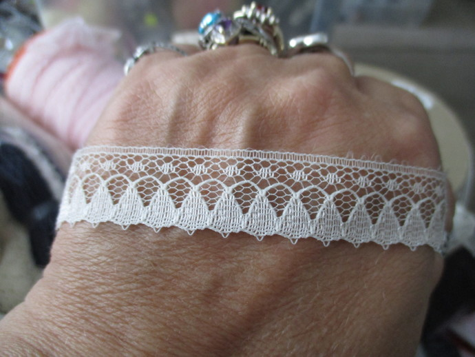 3mts of this gorgeous Cream Flat Lace