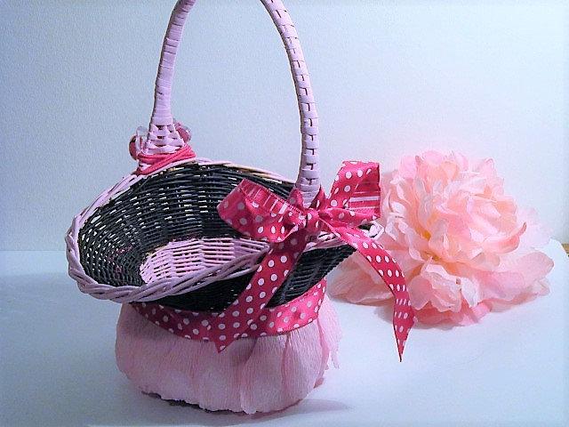 wedding, flower girl basket, pink black basket, crepe paper pedals, petal