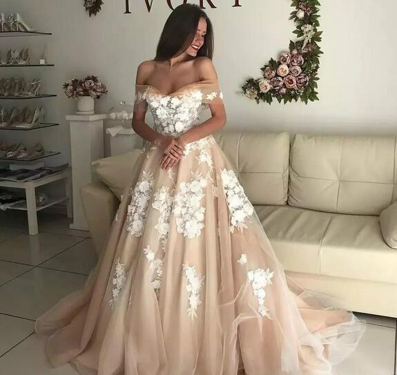 Off The Shoulder Country Wedding Dresses A Line Lace Appliqued Lace Up Back Champagne Beach Bridal Dress Sweep Train Plus Size Wedding Gowns