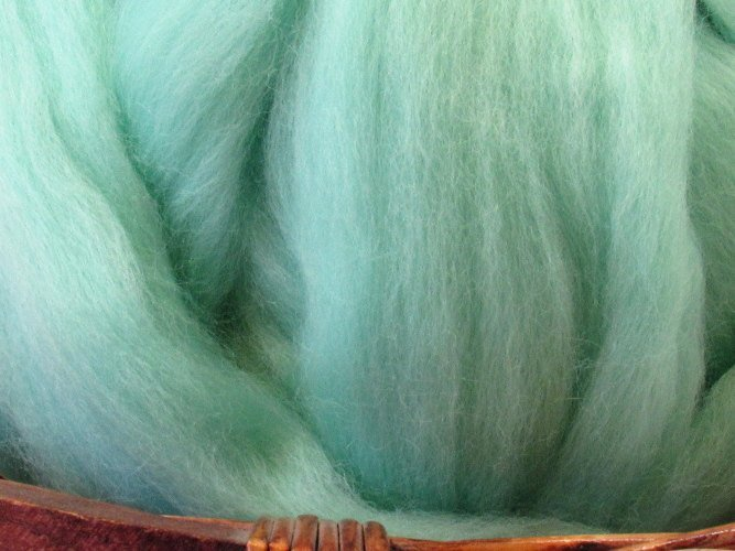Dyed Corriedale Natural Spinning Fiber Wool Top Roving / 1oz - Aqua