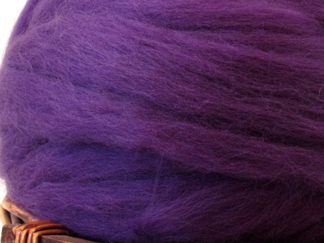 Dyed Corriedale Natural Spinning Fiber Wool Top Roving / 1oz - Amethyst