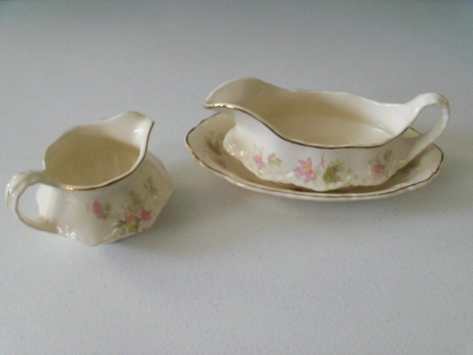 Homer Laughlin Maple Leaf Gravy Boat & Underplate And Creamer