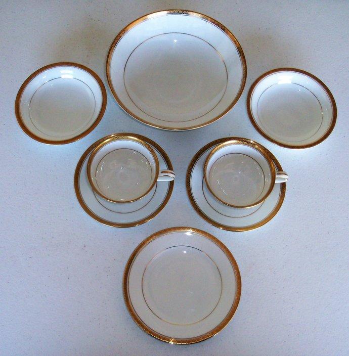 Noritake Richmond Serving Bowl Cups Saucers Fruit Bowls & Plate