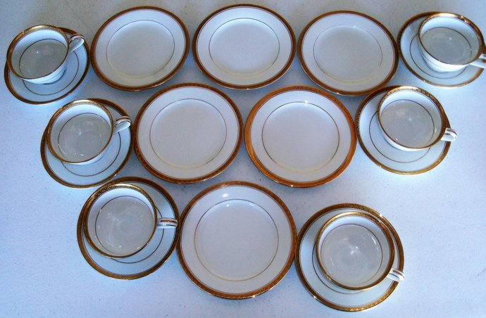 Noritake Richmond Set Of 6 Cups & Saucers And 6 Bread Plates