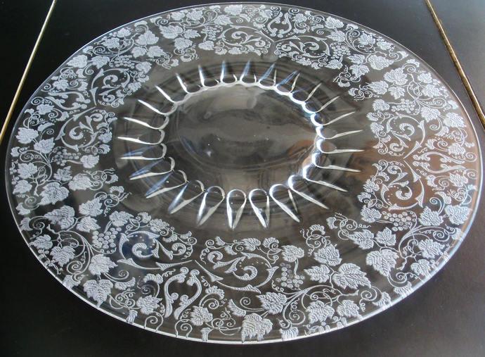 New Martinsville Florentine Large Torte Plate