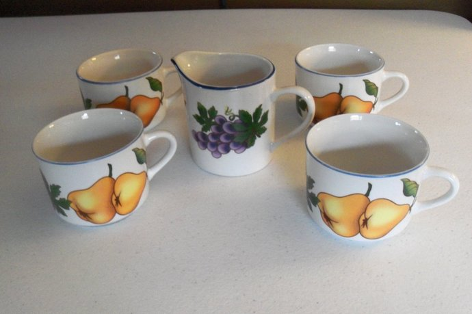 Tabletops Unlimited Essence Set Of Four Mugs & A Creamer