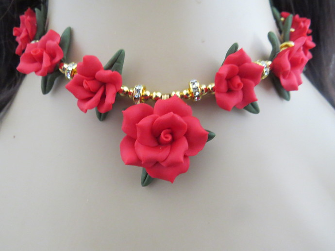 Red Cold Porcelain Floral Necklace