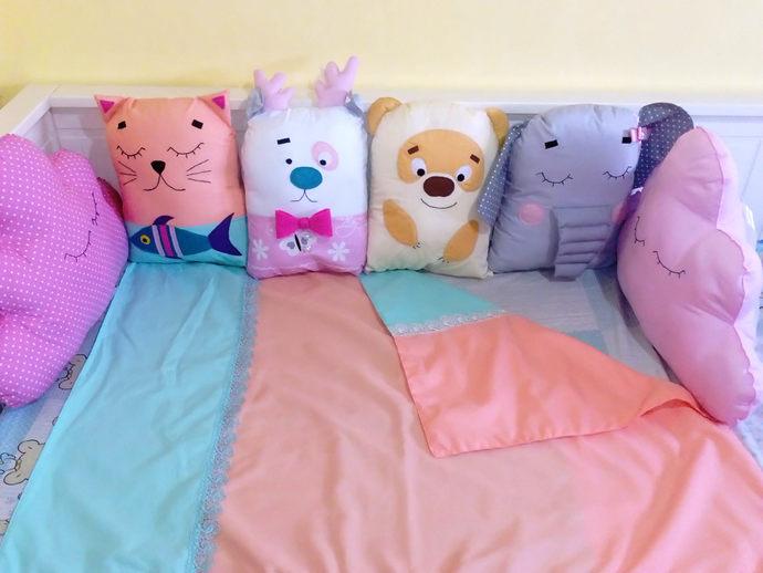 Animal Crib bumper for baby girl