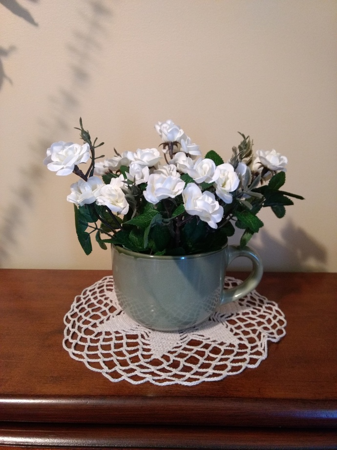 White roses cup