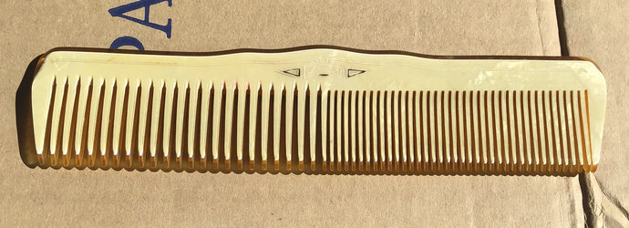 Vintage 1940's  large celluloid comb Great heavy 3D  look