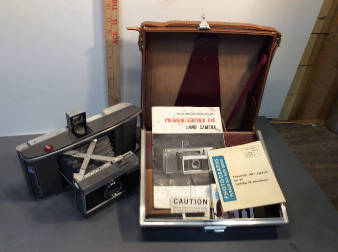 Vintage Land Polaroid camera J66 with instructions and case Working