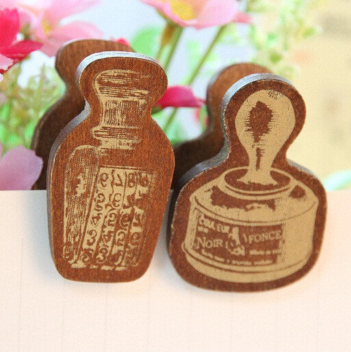 wood clips in retro style