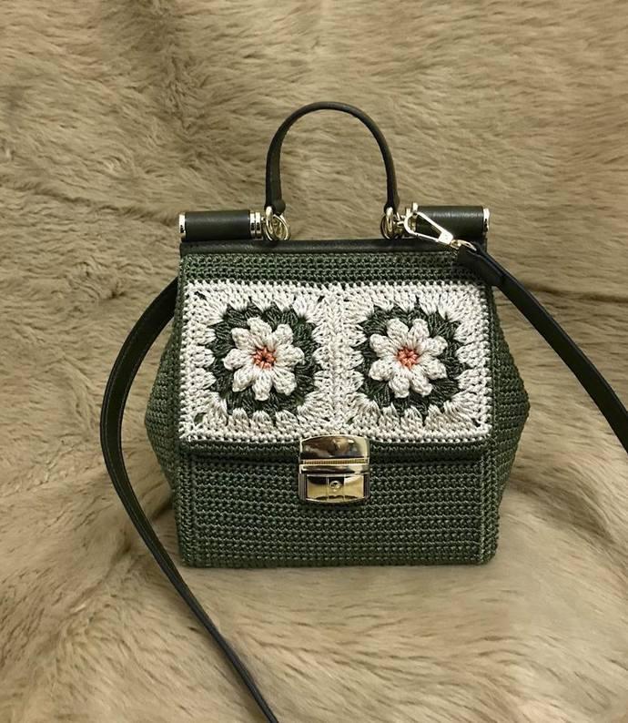 Beautiful handbag with leather handle