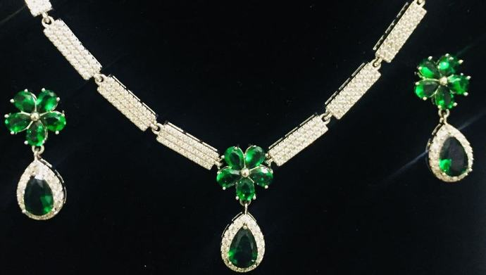 Emarald Green Tear Drop  Necklace and Earring Set