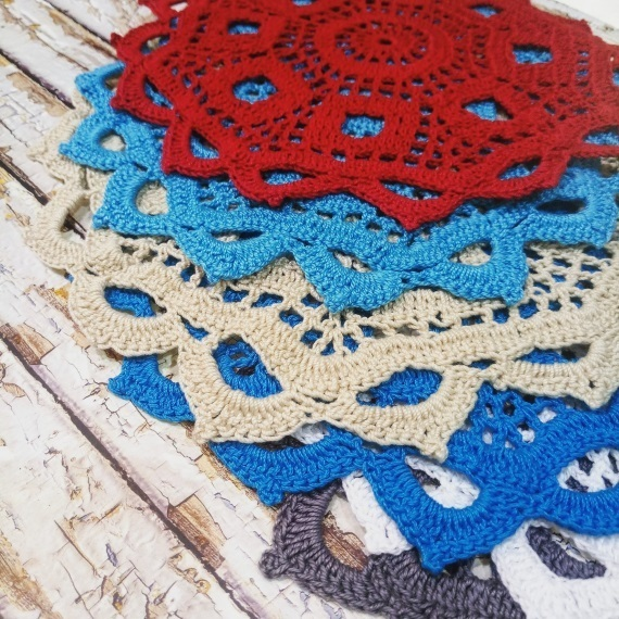 Set of 6 round crocheted doilies made of 100% mercerized cotton, diameter from