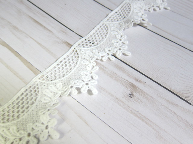 "Scallop Edge Cotton Flower Embroidered Lace - 2 1/4"" White"