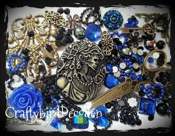 Vintage style Gothic Lolita cameo Decoden kit. Bronze, steampunk, pagan,