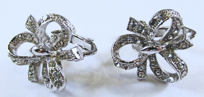 Vintage-Hedy-Jewelry-Silver-Rhinestone-Pin-Brooch-Costume-Bow-Ribbon-Mid