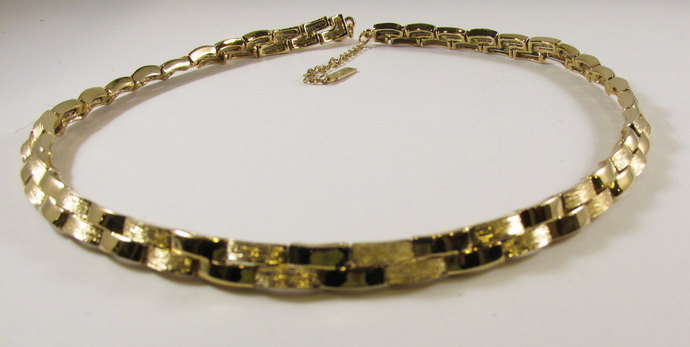 Vintage-Collectible-Napier-Jewelry-Gold-Necklace-Costume