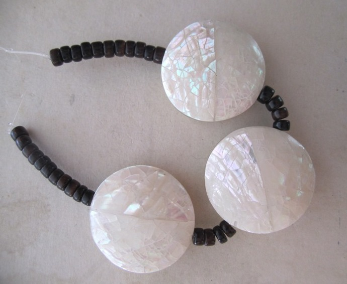 Round Cracked Shell Beads