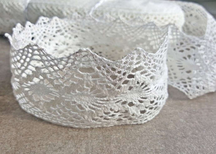 2m Crochet cotton lace trim in white ideal for crown making