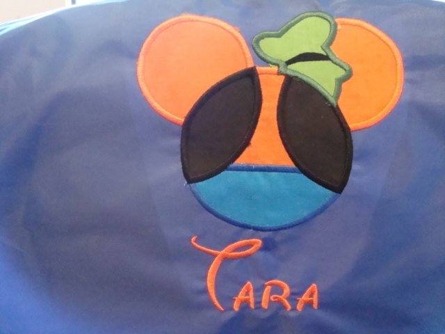 Goofy design along with an embroidered name of your choosing Cinch bag