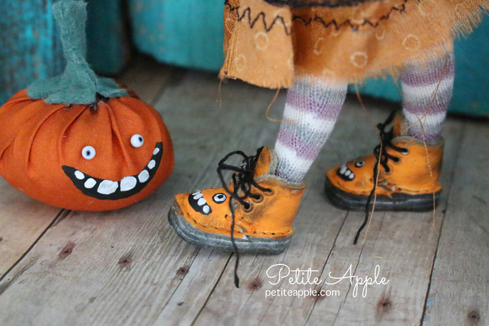 MIDDIE shoes hand painted boots with metal eyelets -smiling jack