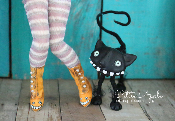 OOAK painted Victorian Boots for Blythe/Pullip dolls - laughing pumpkin