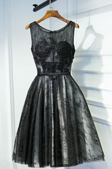 A-Line Crew Sleeveless Knee-Length Black Lace Homecoming Dress