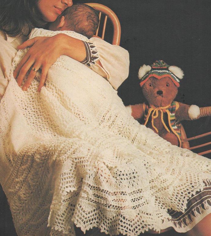 Vintage 1960s Knitting Pattern to make a Beautiful Gossamer Circular Shetland