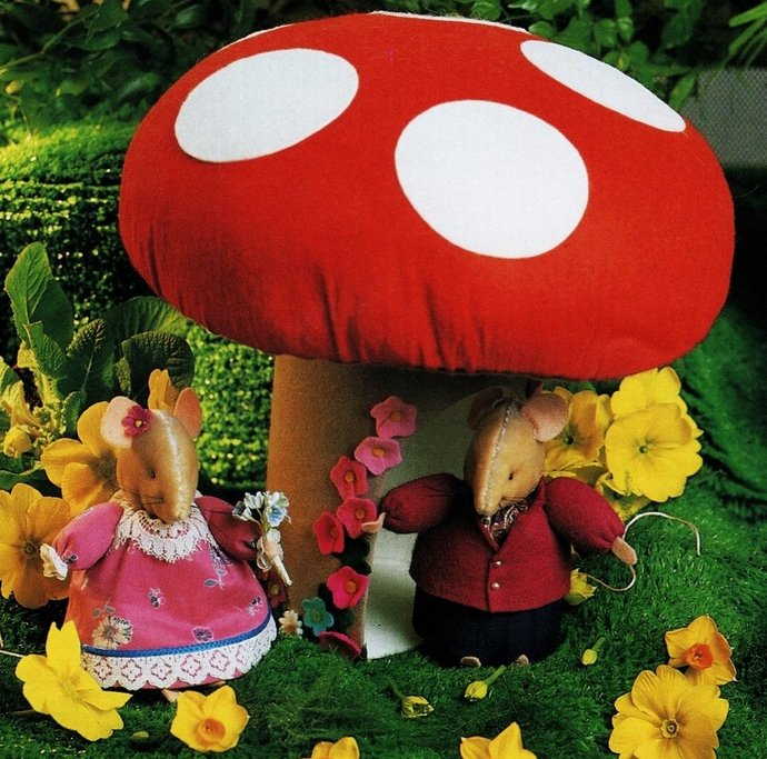 Instant PDF Download Vintage Sewing Pattern to make a Mouse Toadstool House with