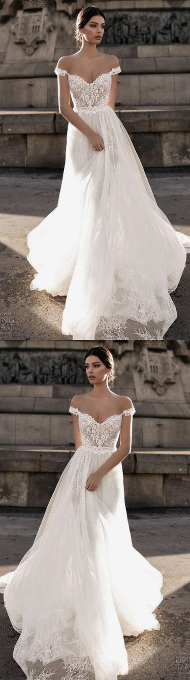 2018 Sheer Bohemian Wedding Dresses Off the Shoulder Lace Tulle Sweep Train