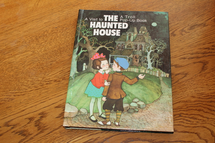 A Visit to THE HAUNTED HOUSE -Troll pop up Book 1987