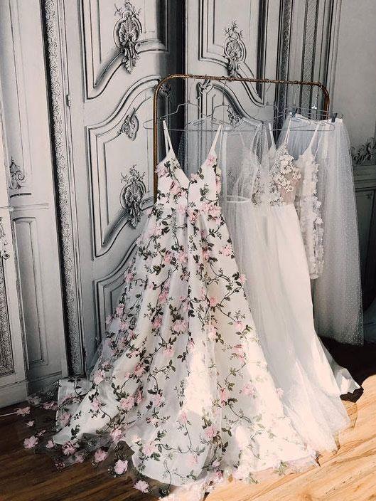 A-line Princess V-neck Floral Prom Dresses Long 3D Appliqued Lace Formal Dresses