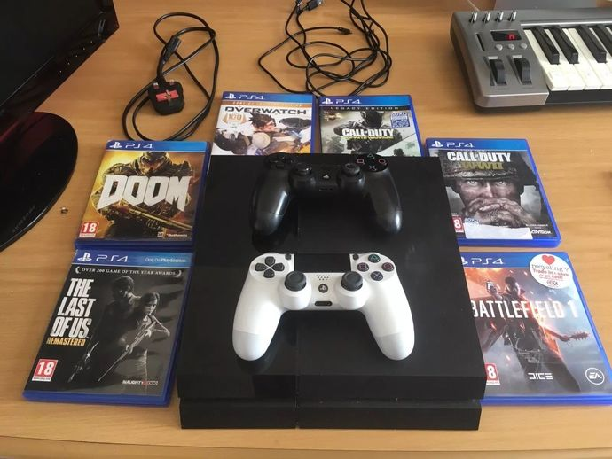 Sony Playstation 4 PS4 (500gb) Games - 2 Controllers - Cables