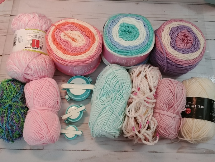 Pom Pom Makers and Yarn Lot