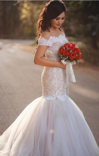 Gorgeous Mermaid Lace Long Wedding Dress with Pearls