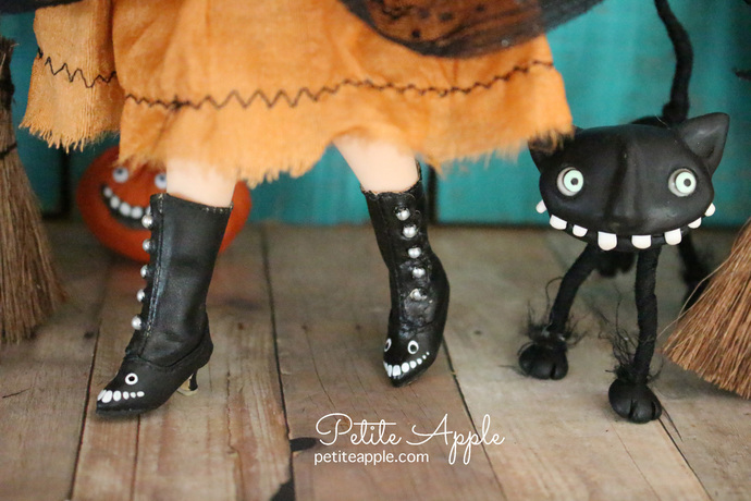 OOAK painted Victorian Boots for Blythe/Pullip dolls - Dinky boots