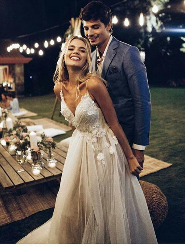 Spaghetti Strap V Neck Beach Wedding Dresses Backless Summer Bridal Dresses