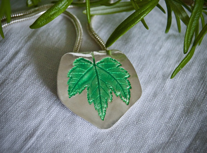 Green enamel maple leaf, color of the year, silver necklace, lynn cobb, basse