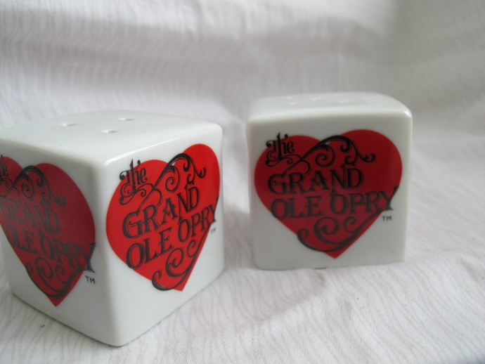The Grand Ole Opry cube salt and pepper shakers / heart salt and pepper shakers