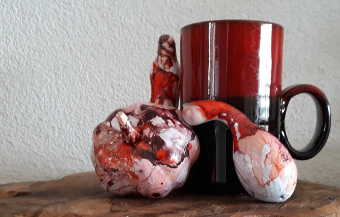 Seventies drip glaze mug. True beauty comes from within.
