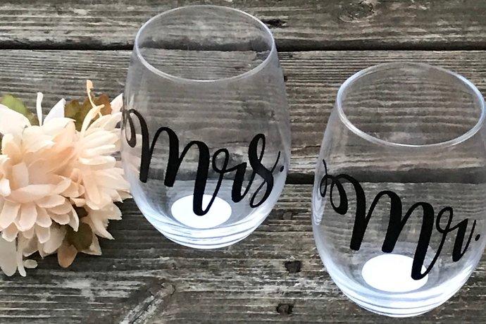 Mr & Mrs Stemless Wine Glass Set / Custom Stemless Wine Glasses - Gift Set